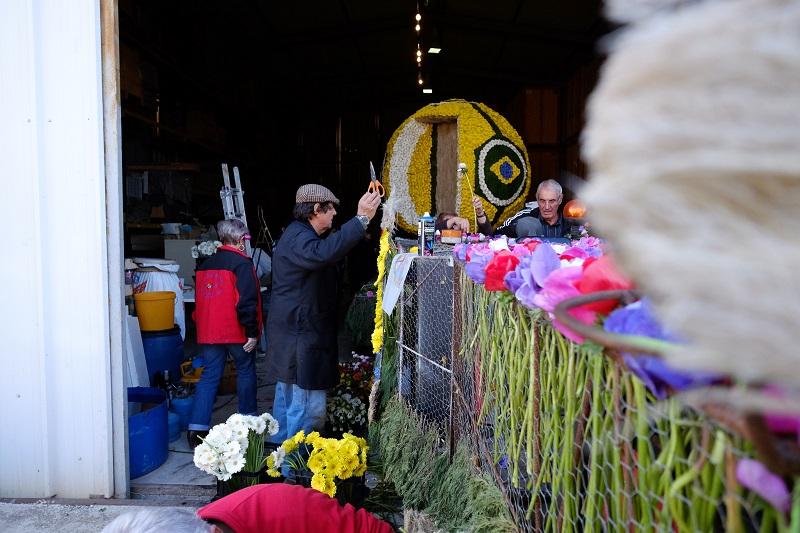 Préparatifs du Corso Fleuri 2016