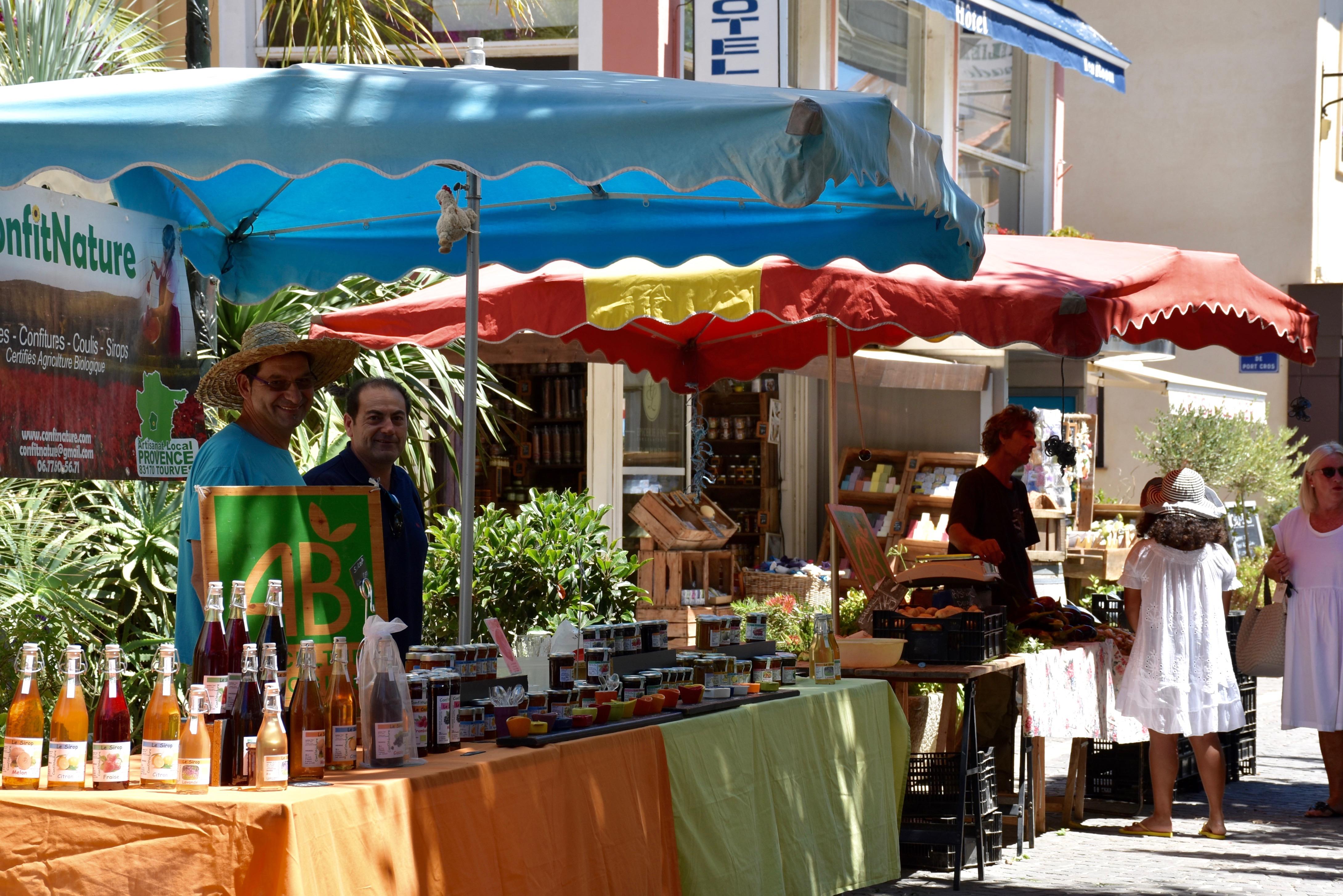 Tous les jeudis matins – Marché Provençal place du marché avenue Vincent Auriol Le Lavandou